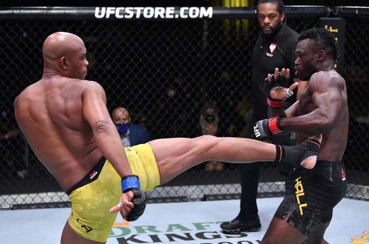 video review : Uriah Hall versus Anderson Silva at UFC Fight Night