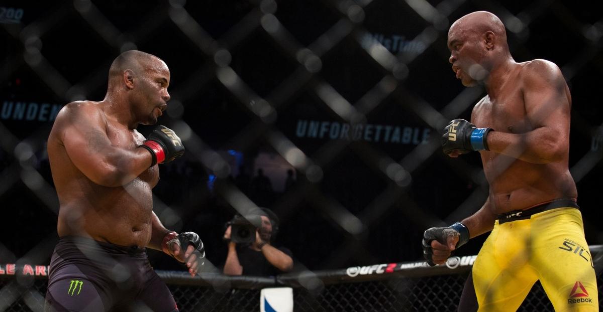 video review : Daniel Cormier versus Anderson Silva at UFC 200